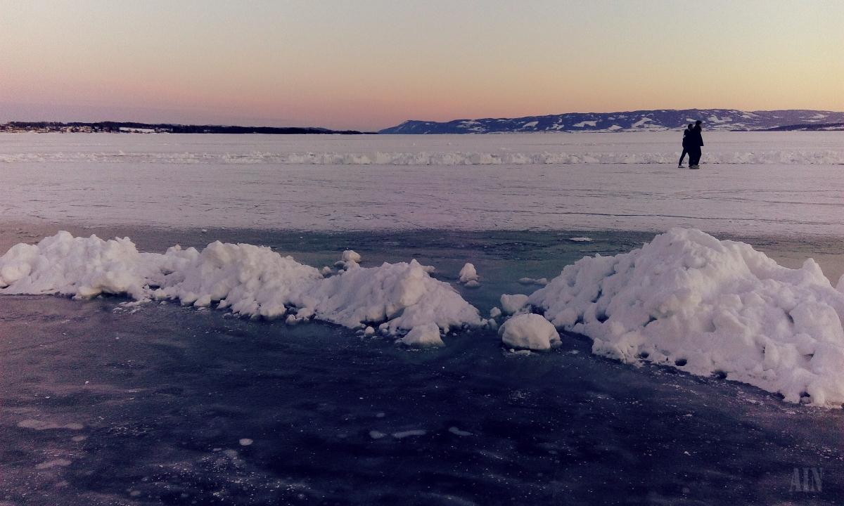 Walk on a frozenlake.